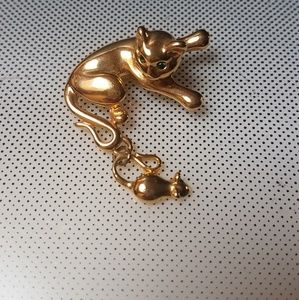 cat pin with mouse friend